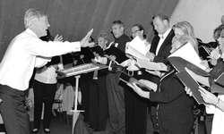 Unter der Leitung von Mario Kühne lud der Kirchenchor Nuolen zum ersten Mal zu einem Requiem. Bild Simon Mächler