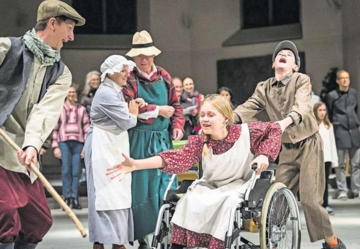 Die Darsteller, hier an der Probe vom vergangenen Sonntag, geben vollen Einsatz. (Bild Christian H. Hildebrand)