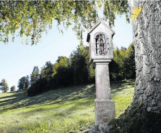 Der formschöne Bildstock am Nollen steht an der alten Verbindung von Walchwil ins Ägerital. Er birgt heute eine Figur von Bruder Klaus. (Bild Stefan Kaiser)