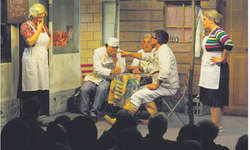 Der Theatergruppe Willerzell ist wieder eine besondere Komödie gelungen, die viele Lacher aus dem Publikum hervorbrachte. Bild Franz Kälin
