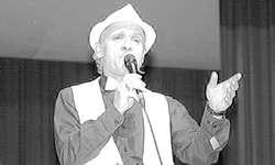 In «Just a Gigolo» begeisterte Solosänger Nino Ferrari das Publikum. Bild Lilo Etter