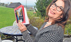 Anita Schorno: Schriftstellerin, Reimesammlerin, Geschichtenerfinderin, Erzählerin und Liederschreiberin. Bild Edith Meyer