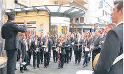 Alles bereit: Der Musikverein Schindellegi-Feusisberg macht sich in Montreux bereit für den entscheidenden Auftritt. Bild zvg