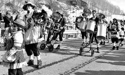 Die Wägitaler Guggenmusik Los Chaos gaben Vollgas.