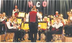 Mit solider und abwechslungsreicher Blasmusik unterhielt die Musikgesellschaft Oberiberg das dankbare Publikum. Bilder Konrad Schuler