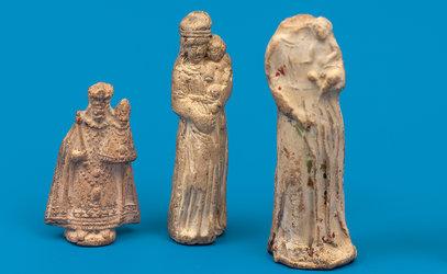 Schabmadonnen des 17. und 18. Jahrhunderts, gefunden bei archäologischen Hausuntersuchungen in der Stadt Zug. Bild: Res Eichenberger, Museum für Urgeschichte(n) Zug.