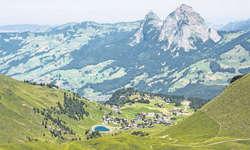 Der idyllische Bergort Stoos wird Schauplatz eines Volksmusikfestivals. Archivbild: Erhard Gick