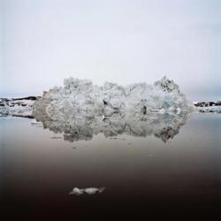 Fridolin Walcher, Ilulissat, Nordwestgrönland. Zerfallender Eisberg, 2018