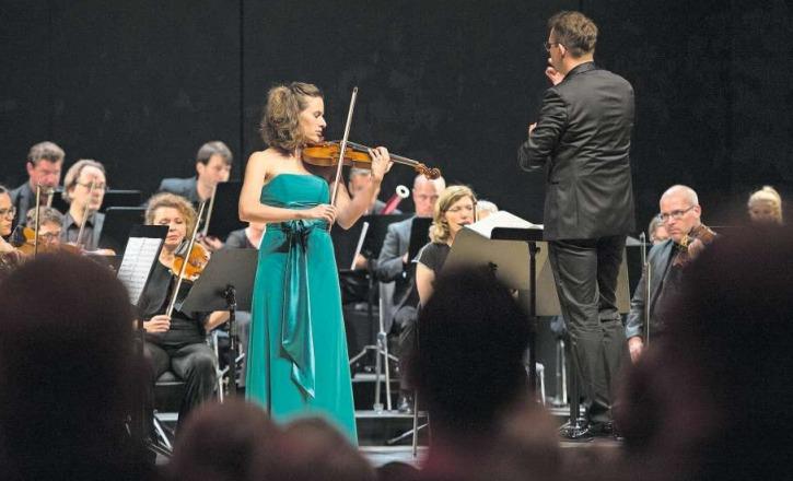 Esther Hoppe (hier bei ihrem Auftritt) blieb dem anspruchsvollen Werk nichts schuldig. (Bild Maria Schmid)