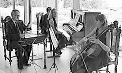 Das Kammermusikensemble Accento musicale sorgte für den akustischen Genuss, während die Familie Clerc-Bamert Köstlichkeiten aus Küche und Keller kredenzte. Bild Peter Huppert