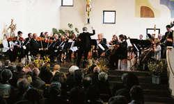 Die überzeugende und dynamisch nuancierte Spielweise des Orchesters überzeugte das zahlreich erschienene Publikum. Bild Franz Kälin