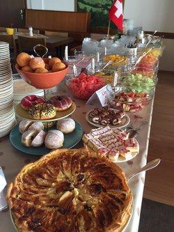 Grosses Frühstücksbuffet in unserem Panoramasaal - 1