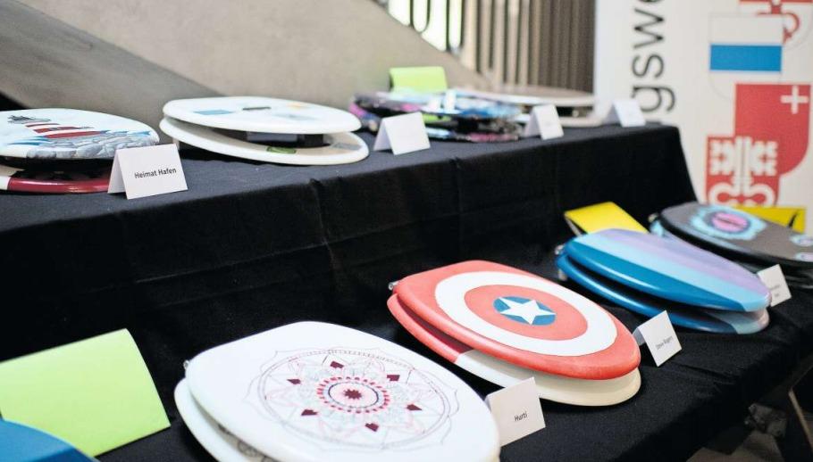 Auch für Comicfreunde ist etwas dabei: Der WC-Deckel mit dem blauen Stern in der Mitte erinnert an das Schild von Captain America. (Bild Maria Schmid)