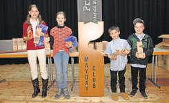 Die Kategoriensieger und somit die besten Steiner Chlefeler sind (von links): Carole Beeler, Chiara Geisser, Jan Portmann und Finn Betschart.