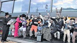 Die Hasen-Rott begeisterte mit «Gangnam Style». Hier beid er Prämierung mit OKP Remo Bianchi.