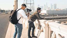Marco Bravi (rechts) nutzte sein Austauschsemester in Kalifornien, um ein neues Musikvideo zu drehen. Bild: PD