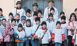 Dreifachsieger empfangen: Die Illgauer Nachwuchsgreifler freuten sich mit den siegreichen Chlepfern vom Priis-Chlepfä in Schwyz.