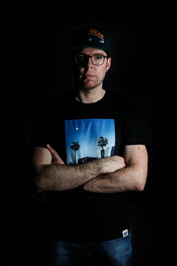 Radical aka Peter Baumgartner singt mit YT aka Yannick Tinner #herbschtimschlitz. Bild: Pressebilder «Vrenelisgärtli», Catcha' Music