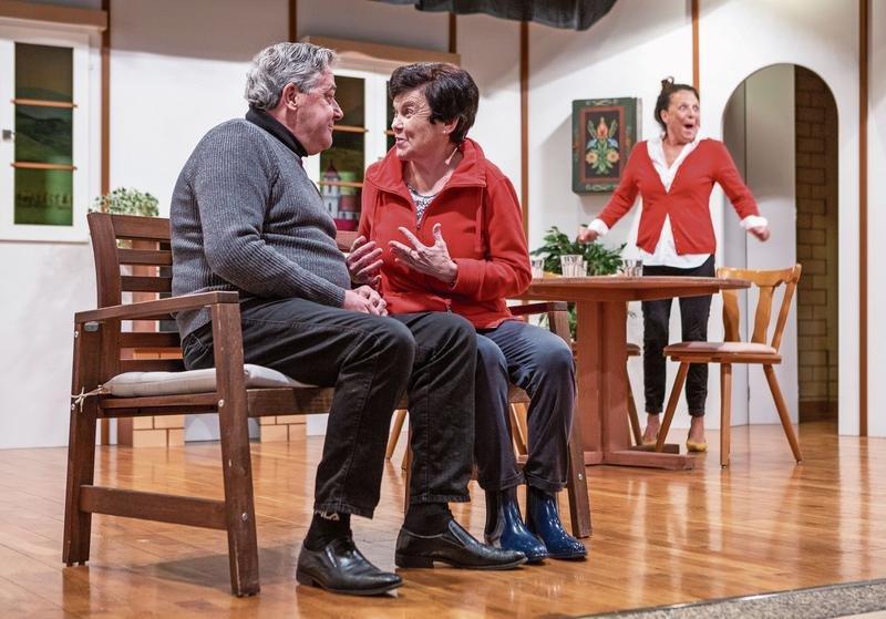 Die Mitglieder des Seniorentheaters proben ihr neustes Stück. (Bild Patrick Hürlimann)