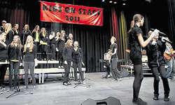 Siegreiche Finalisten: Die Republic-Musiker (rechts) mit ihren Sängerinnen und Sängern.