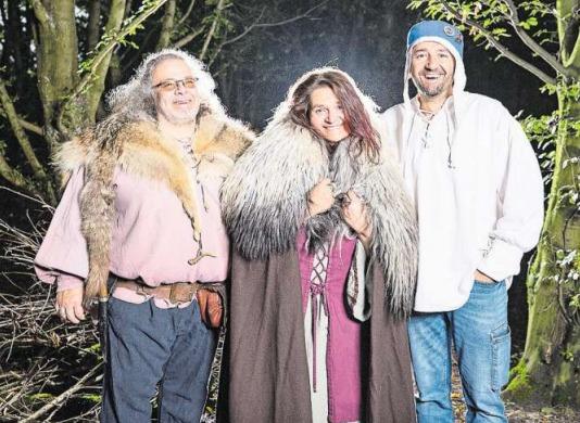 Freuen sich auf das dritte Zuger Mittelalterfest (von links): Marcel Arpagaus, Sandra Egger und Roger Theiler (OK-Präsident). (Bild Jan Pegoraro)