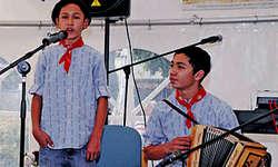 Florian (rechts) und Seppli begeisterten mit ihren Jodlern und mit ihrer Musik. (Bild: Kurt Kassel)