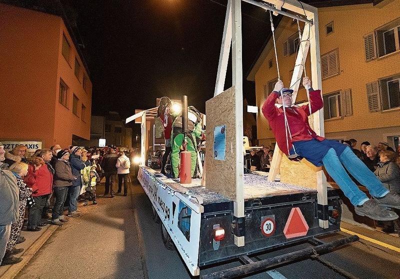 Am Nachtumzug in Menzingen herrscht jeweils eine ganz besondere Stimmung. (Bilder Roger Zbinden)