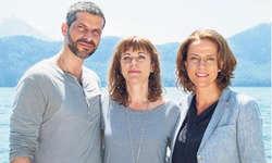 Die grossen Stars des Films: Schauspieler Pasquale Aleardi (von links), Regisseurin Sabine Boss und Schauspielerin Claudia Michelsen. Bild SRF/Nikkol Rot