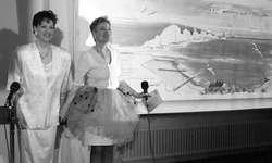 Ruth und Evi Juon (v. l.) begrüssten am Samstag in Innerthal zum Artconcert und ihrer «Vision of Paradise». Bild Tanja Holzer