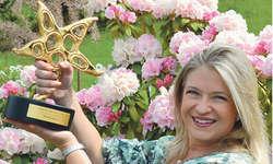 Freut sich über den Prix-Walo-Stern: die Reichenburger Sängerin Monique. Bild Irene Lustenberger
