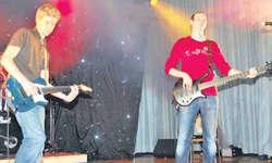 Die Melodic-Punk-Rock-Band 12 cans of tuna fish begeisterte das Publikum. Bild: Simon Mächler