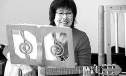 Annelies Grüter unterrichtet Musik im «Höfli»: «Passagen, die nicht sitzen, müssen wir üben, nicht weglassen.» Bild jüwa