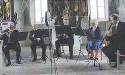 Das Bläserensemble Quintetto Classico erfüllte die Jostenkapelle mit harmonischem Klang. Bild Lilo Etter