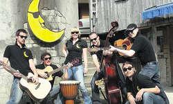 Eine lustige Truppe, die gerne auch mal «Jazz» spielt: Die Musiker und die Musikerin der «One Night Band».