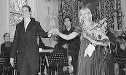 Graziella Contratto (links) und Lisa Larsson freuten sich über den herzlichen Applaus. Bild Lilo Etter