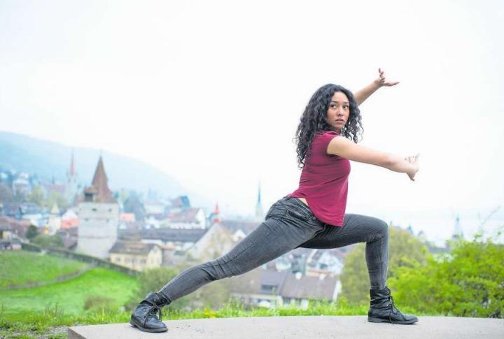 Schauspielerin Leslie Kunz ist mehrfache Schweizer Meisterin in der chinesischen Kampfkunst Wushu. (Bild Maria Schmid)