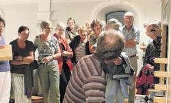 Faszinierend, was alles in einer Orgel «abgeht»: Edi Zumbühl erklärt den Besuchern einiges über das Innenleben einer Orgel.