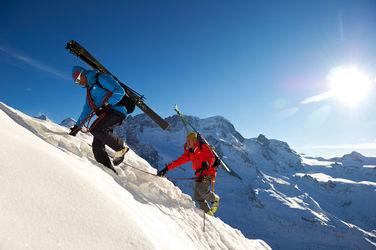 Mixed ascents with a Zermatt mountain guide: climbing on snow and ice and over rock. In the background, the Breithorn.