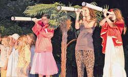 Die jungen Schauspielerinnen und Schauspieler überzeugten nicht nur mit aufwendigen Kostümen, sondern auch mit einer eindrucksvollen Mimik. Bilder Isabel Knobel