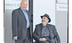 Der Poet Eugen Gomringer (links) und der Eisenplastiker Ingo Glass dem Fotografen. Bild Hans-Ruedi Rüegsegger
