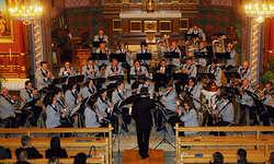 Der gemeinsame Auftritt der Musikgesellschaft Egg mit den Einsiedler Gospelsingers wusste zu gefallen. Das zahlreiche Publikum war in Scharen in die St. Johannes-Kirche gekommen. Bild Franz Kälin