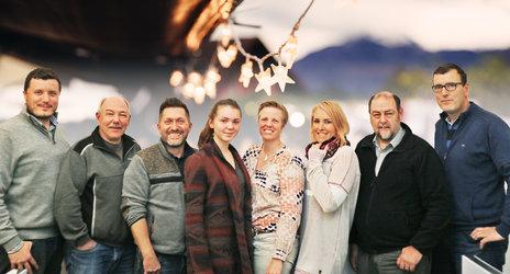 Das OK Weihnachtsmarkt Glarus, v. l. n. r.: Fritz Pechal, Roland Gisler, Wolfgang Godec, Ronja Denzler, Katrin Egger, Anja Kick, Kaspar Marti und Thomas Becker.