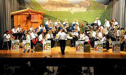Feldmusik Alpenrösli: Sie brachte auch nostalgische Töne in die Mehrzweckhalle Baumeli in Unteriberg. (Bild: fm-alpenroesli.ch)