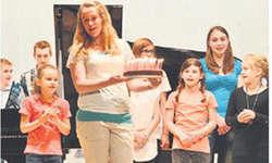 Happy Birthday! Das Jubiläum der Musikschule wurde am letzten Sonntag gebührend gefeiert.Der Kuchen durfte nicht fehlen. Bild Kurt Fässler