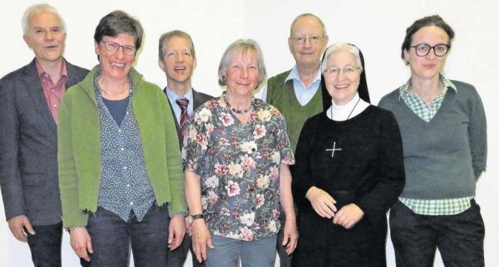 Der neue Vorstand des Kirchenchors mit der scheidenden Präsidentin Sr. Boriska Winiger. (Bild PD)