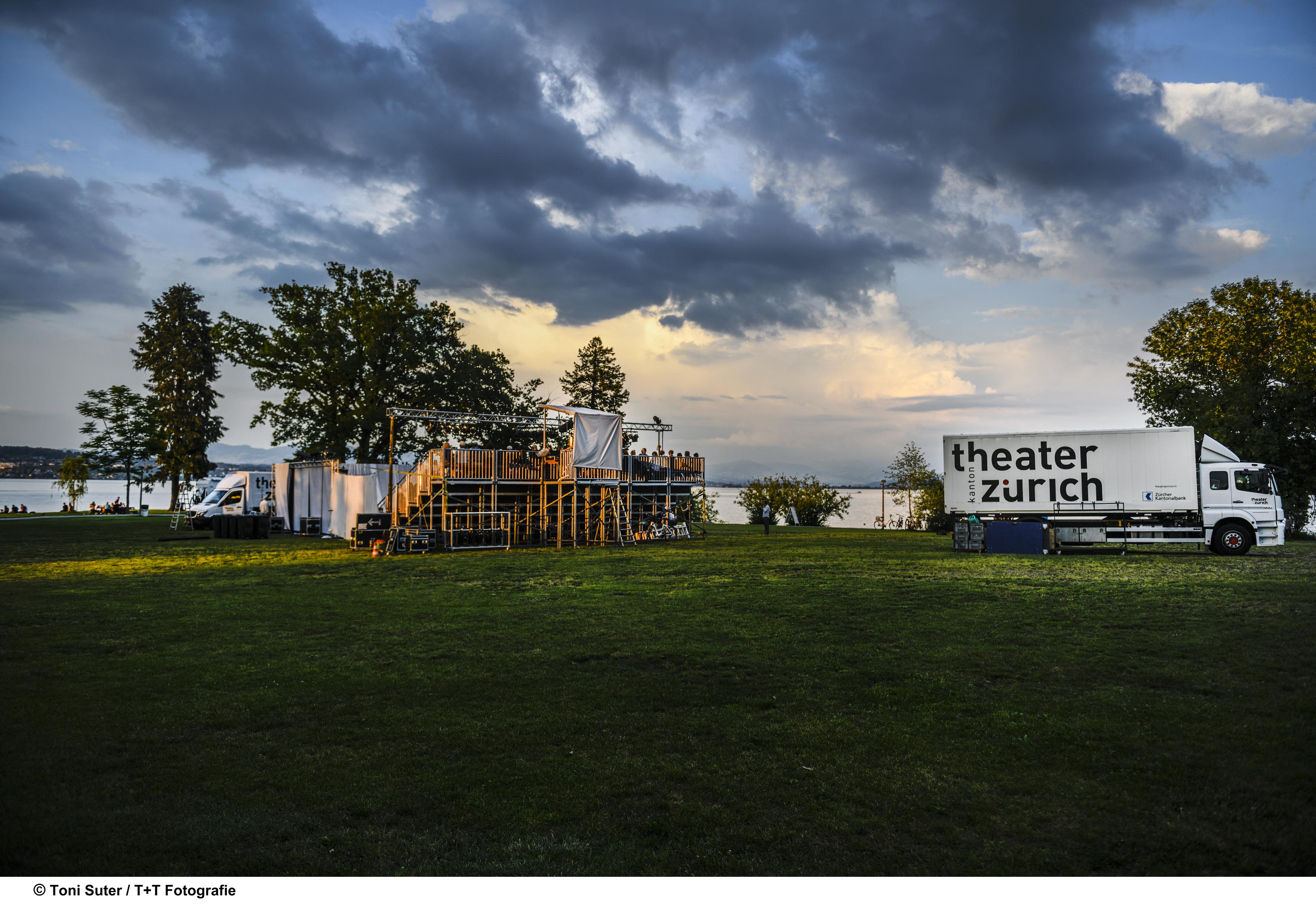 Holzers Peepshow Freilichttheater