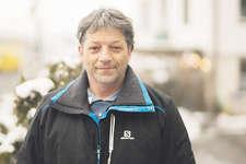 Pius Marty ist seit 25 Jahren bei der Theatergesellschaft Alpthal und seit 5 Jahren als Präsident tätig. Bild Lukas Schumacher