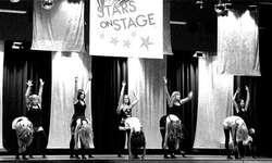 Hip Hop, House und Jazz: Die Tänzerinnen der Musikschule zeigten auf der Bühne ihre Freude am Tanz. Bild Heidi Peruzzo