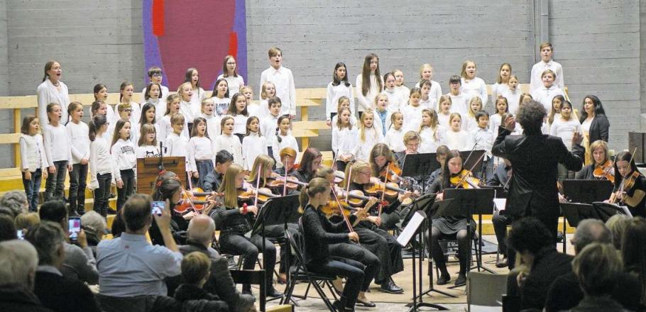 Das gemeinsame Konzert des Zuger Jugendorchesters und der Zuger Singschule war ein voller Erfolg. (Bild PD)