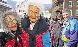 Die Lochsteinhexen Buttikon zeigten sich harmonisch und erfreuten die Zuschauer am Umzug. Bild Christoph Jud